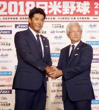 日米野球のメンバーを発表した野球日本代表の稲葉監督(左)=10日、東京都内のホテル