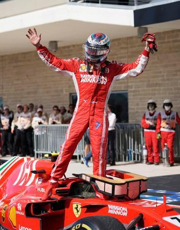 F1米国グランプリで優勝して喜ぶフェラーリのキミ・ライコネン=オースティン(AP=共同)