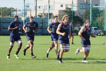 練習でランニングをするラグビーのオーストラリア代表=千葉県船橋市