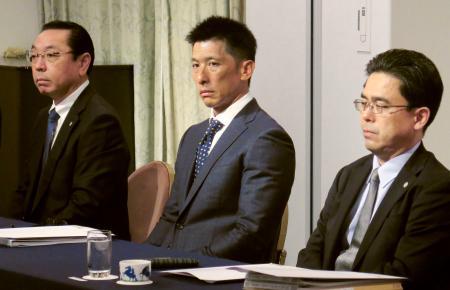 スカウト会議に出席した阪神・矢野監督(中央)ら=24日午後、東京都内