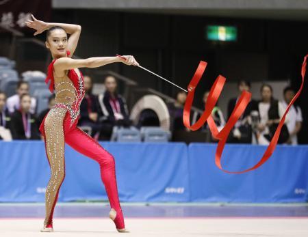 女子個人種目別 リボンで優勝した喜田純鈴=千葉ポートアリーナ