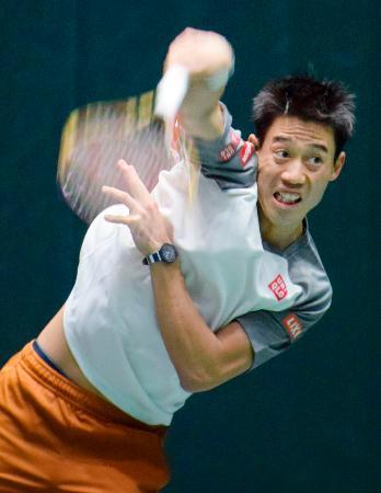 男子テニスのマスターズ・パリ大会初戦に向け調整する錦織圭=パリ(共同)
