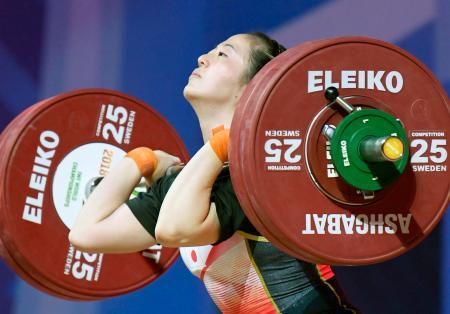 女子59キロ級 ジャークで127キロに成功した安藤美希子=アシガバート(共同)