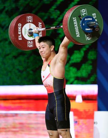 男子73キロ級 スナッチの3回目で149キロに成功し笑顔の宮本昌典=アシガバート(共同)