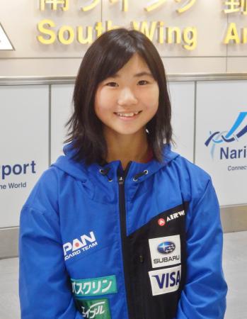 スノーボードW杯で女子ビッグエアを制し、成田空港で取材に応じる岩渕麗楽=6日
