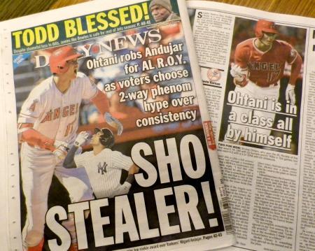 エンゼルス・大谷のア・リーグ新人王受賞を報じる、ヤンキースの本拠地ニューヨークの地元紙=13日(共同)