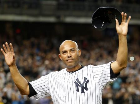 2013年9月、現役最後の登板で地元ニューヨークのファンから歓声を浴びるヤンキースのマリアノ・リベラ氏(AP=共同)