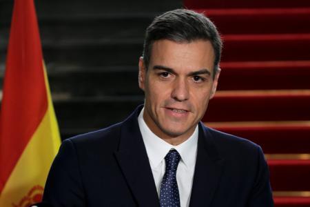 モロッコで記者会見するスペインのサンチェス首相=19日、ラバト(ロイター=共同)