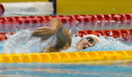 女子200メートル自由形で力泳する池江璃花子=東京辰巳国際水泳場