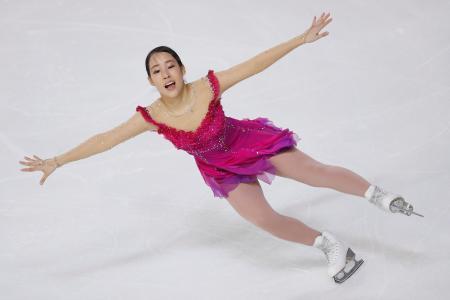 フィギュアスケートGPシリーズ第6戦フランス杯の女子SPで首位に立った三原舞依=23日、グルノーブル(AP=共同)