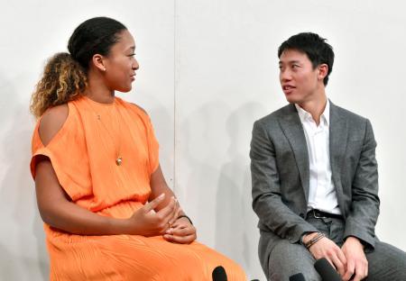 初対談後に記者会見する大坂なおみ(左)と錦織圭=24日、名古屋市