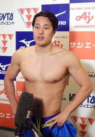 男子200メートル個人メドレーで1位となり、取材に応じる瀬戸大也=東京辰巳国際水泳場