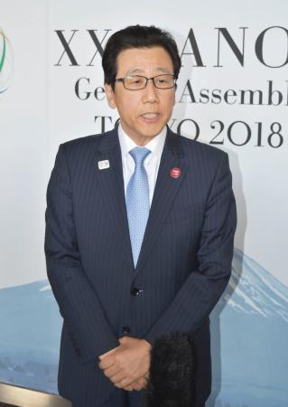 IOCのバッハ会長と会談後、取材に応じる札幌市の秋元克広市長=25日午後、東京都港区