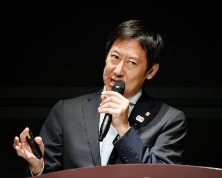 生涯スポーツの国際大会「関西ワールドマスターズゲームズ」に向けたシンポジウムで講演する鈴木大地スポーツ庁長官=27日午後、東京都千代田区
