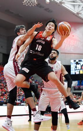 日本―カタール 第1クオーター、ゴールを狙う馬場=富山市総合体育館