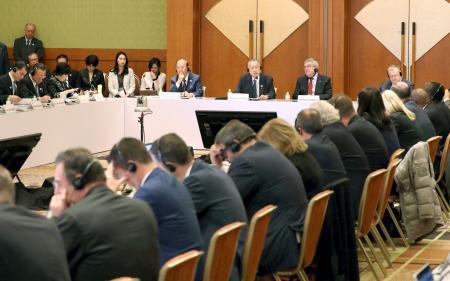 東京五輪に向け開かれた、IOC調整委と大会組織委などとの合同会議=3日午前、東京都内のホテル(代表撮影)