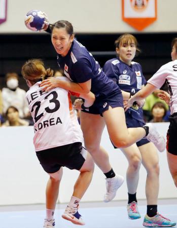 日本―韓国 後半、ゴールを阻まれる多田=熊本県立総合体育館