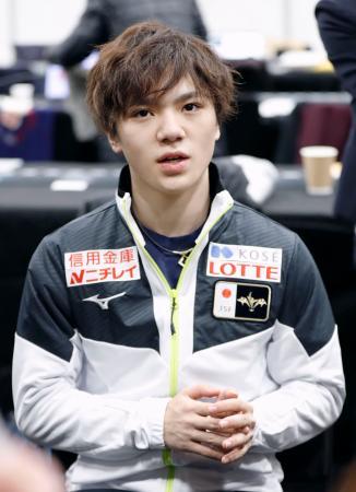 男子で2位になり、一夜明けて記者の質問に答える宇野昌磨=8日、バンクーバー(共同)