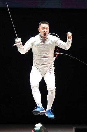 男子フルーレで優勝した藤野大樹=東京グローブ座(代表撮影)