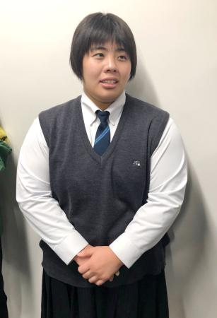 羽田空港で取材に応じる柔道女子の素根輝=17日