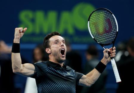 優勝を決め、喜ぶロベルト・バウティスタ(スペイン)=5日、ドーハ(ロイター=共同)