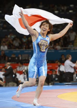 ロンドン五輪のレスリング女子55キロ級で3連覇を果たした吉田沙保里=2012年(共同)