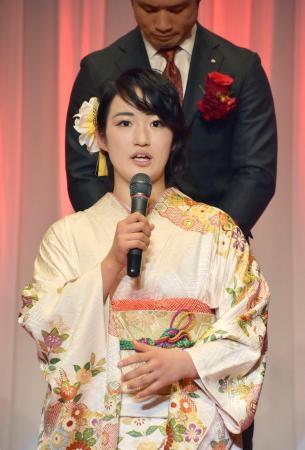 ミキハウスの新春祝賀会であいさつする空手女子形の清水希容=11日、大阪市
