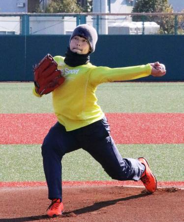 神奈川県内で自主トレーニングを公開した楽天・高梨