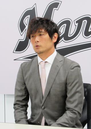 契約更改交渉を終え、記者会見するロッテの涌井秀章投手=17日、千葉市のZOZOマリンスタジアム