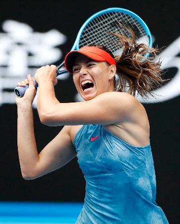女子シングルスで4回戦進出を決めたマリア・シャラポワ=メルボルン(共同)
