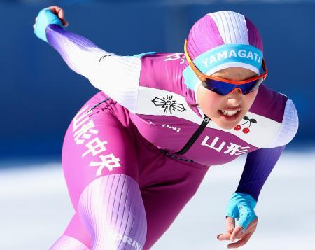 スピード女子1000メートル 1分23秒55で優勝した山形中央・高橋侑花=郡山スケート場