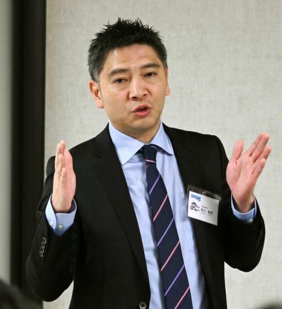 ニューヨークで講演する四国アイランドリーグplusの坂口裕昭理事長=25日(共同)