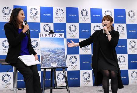 2020年東京五輪の入場券販売のイベントに出席した吉田沙保里さん(右)=30日午後、東京都港区