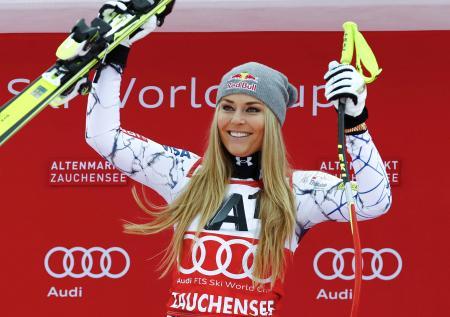 2016年1月、オーストリアでのW杯で優勝し、笑顔のリンゼイ・ボン=ツァウヘンゼー(ロイター=共同)