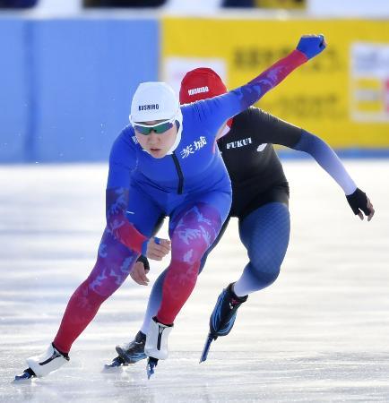 スピード成年女子500メートル決勝 優勝した茨城・山根佳子=釧路市柳町スピードスケート場