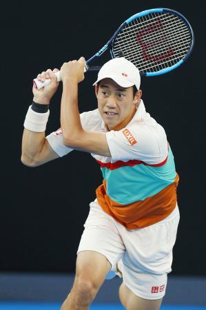 1月、全豪テニスでプレーする錦織圭(共同)