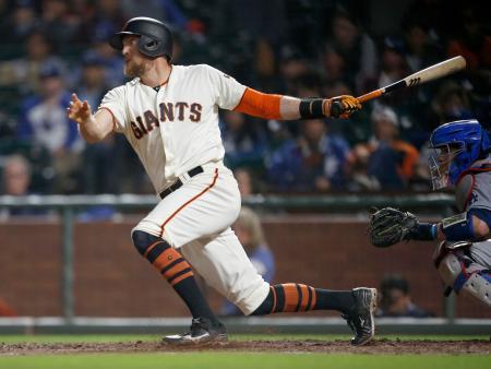 2017年、ジャイアンツでプレーするペンス=サンフランシスコ(AP=共同)