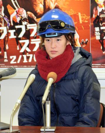 記者会見でGIレースへの意気込みを語る藤田菜七子騎手=14日、小倉競馬場