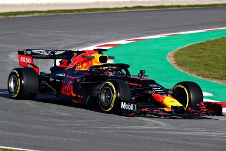 スペイン・バルセロナで行われているシーズン前テストでコースを走るレッドブル・ホンダ(C)Getty Images/Red Bull Content Pool