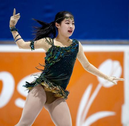 ジュニア女子SP 演技する横井ゆは菜=ハーグ(共同)