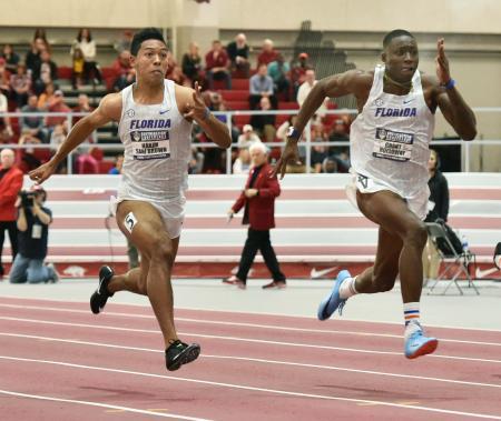 室内競技会60メートル決勝で2位となったサニブラウン・ハキーム(左)=フェイエットビル(共同)