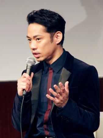 自身が出演するアイスショーの記者会見に出席した高橋大輔=25日、東京都港区