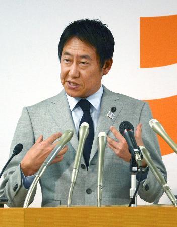 記者会見するスポーツ庁の鈴木大地長官=28日午後、東京都千代田区