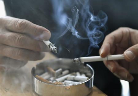 喫煙のイメージ=東京・東新橋