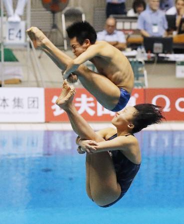 混合シンクロ板飛び込みで8位だった西田(奥)、宮本組=相模原市立総合水泳場