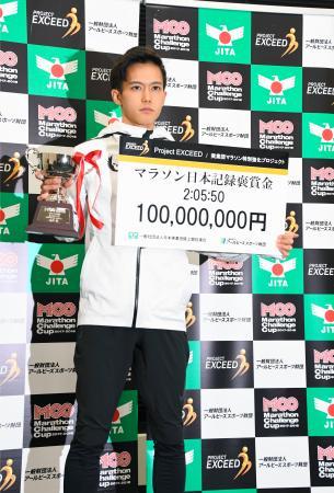 報奨金1億円の贈呈式に出席した男子マラソンの大迫傑=7日、東京都内