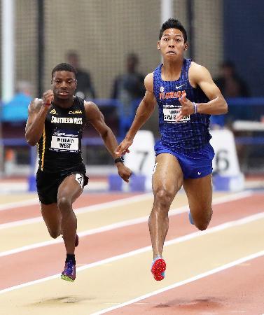 男子60メートル予選で力走するサニブラウン・ハキーム(右)=バーミングハム(アレックス・デラオサ/フロリダ大アスレチック提供、共同)