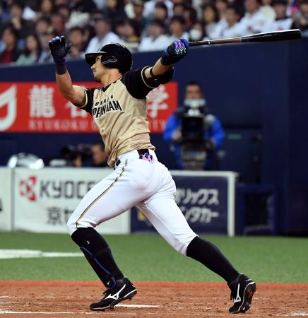 5回、左中間にこの試合2本目の本塁打を放つ日本ハム・大田=京セラドーム