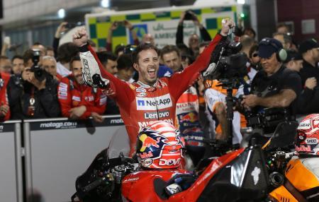 オートバイの世界選手権シリーズ開幕 モトGPクラスで優勝したアンドレア・ドビツィオーゾ=10日、ドーハ(AP=共同)
