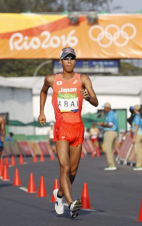 リオ五輪男子50キロ競歩で銅メダルの荒井広宙選手=2016年8月(共同)